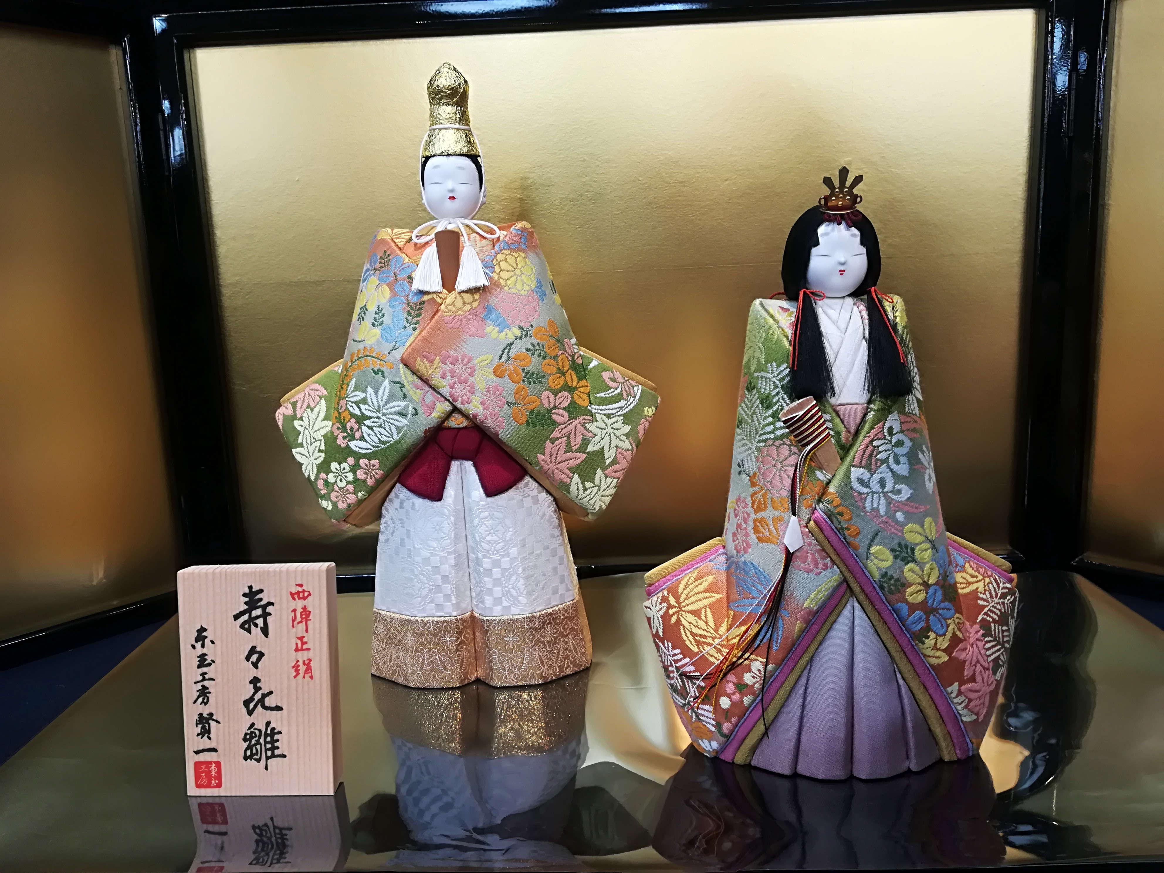 「賢一」の新作ひな人形。限定衣裳の数々。